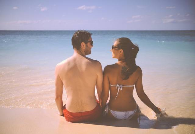 Cute Man And Woman Sitting On A Beach With Sea - stokpic (3174)